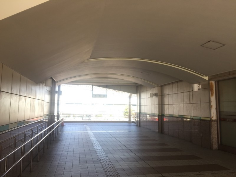 舞浜駅南口北口連絡通路