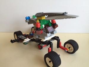 変形するロボット